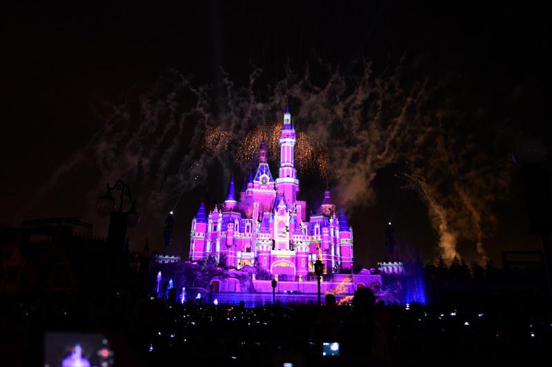 shanghai disney castle firework 7